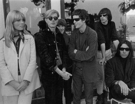 Le Velvet Underground et Nico avec Andy Warhol Hollywood Hills  1966 © Gerard Malanga Courtesy Galerie Caroline Smulders Paris